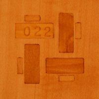 Eine Intarsie als Logo und für die Seriennummer.