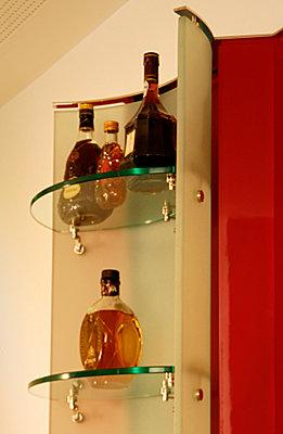 Hausbar mit Pult, Detail Flaschenregal